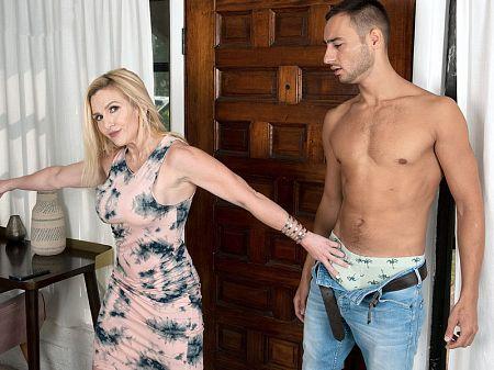 Marilyn fucks her daughter's boyfriend
